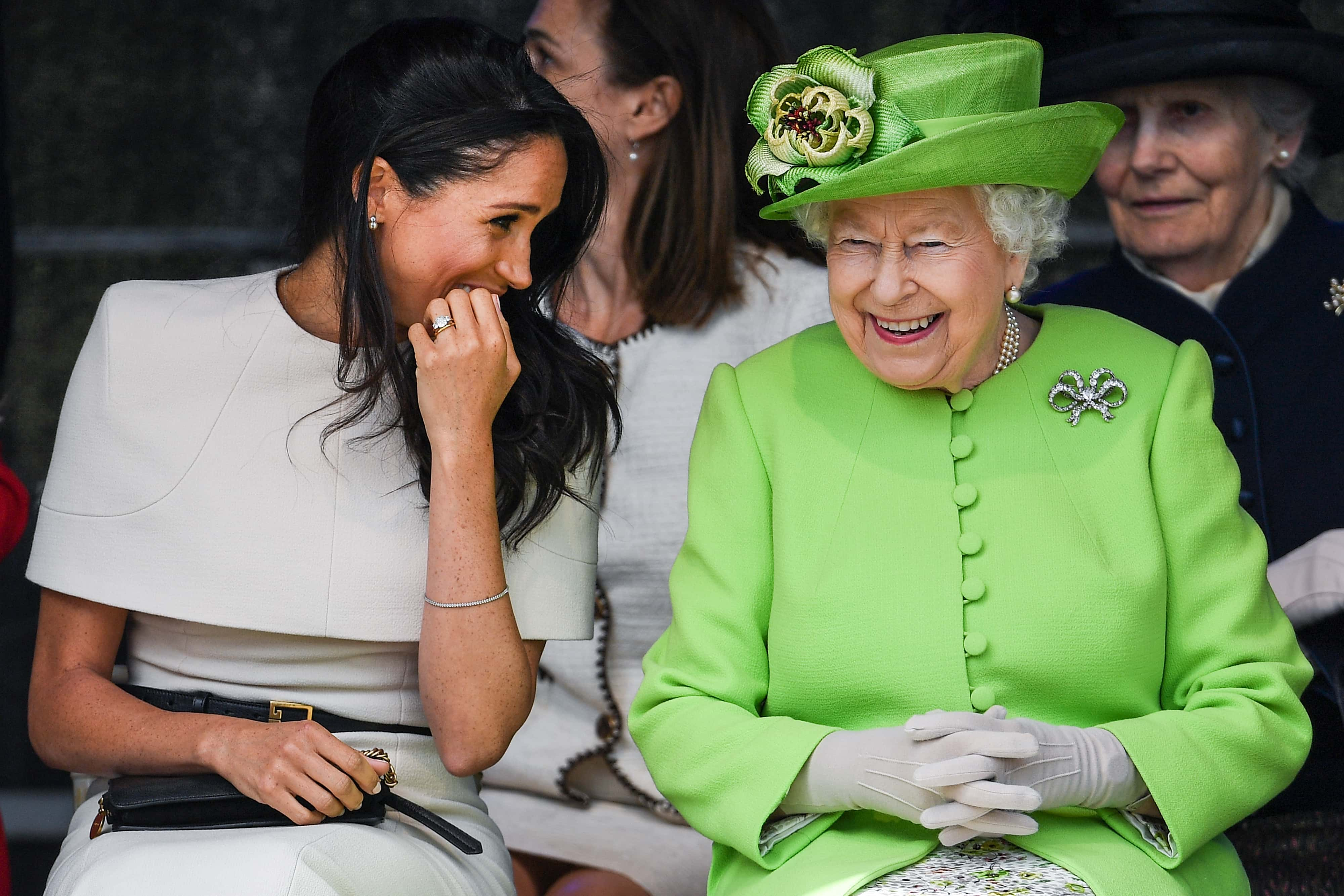 The Queen Wore A Green Dress For Her Speech And People Had Lot Of ...